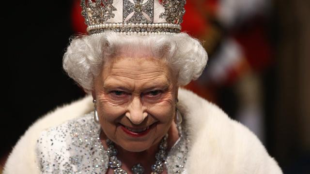 Queen-Elizabeth-II-attend-reine