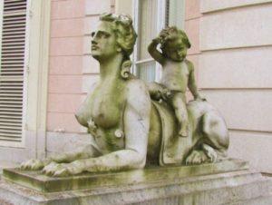 sculpture-Paris-isis
